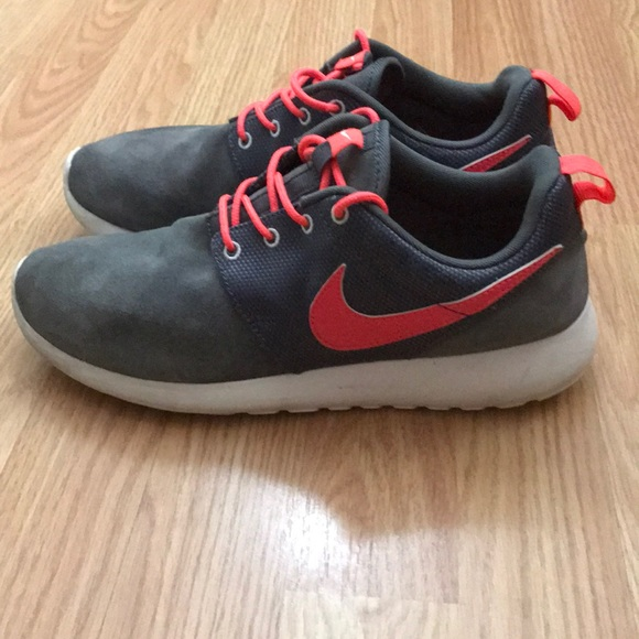 competitive price 006ef cac96 Nike Roshe Run Boys Shoes Size 7y